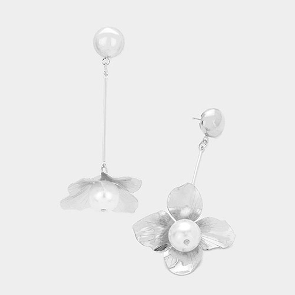Silver Sculpted Flower Dangle Earring With Pearl