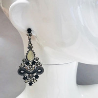 Chantilly Runway Earring Black