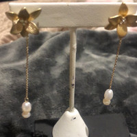 Matte Metal Flower with Pearl on Chain Earring