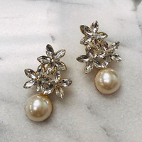 Flowers & Cream Pearl Drop Gold