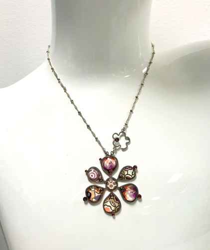 Mod Patterned Daisy Necklace