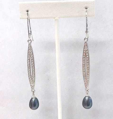 Shoulder Dusting Linear Pearl Earring Gray