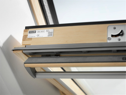 VELUX Centre-Pivot Pine Roof Window GGL PK10 3070