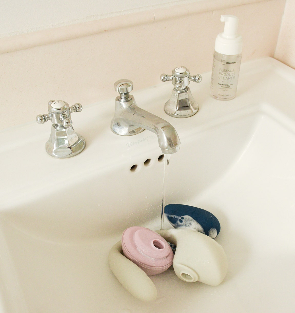 Foamed products in a sink