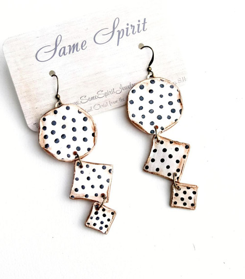 EARRINGS - SWISS DOTS (cream pearl with tiny black dots)