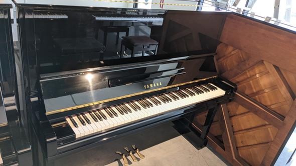 Yamaha U30BL Upright Piano Second Hand (1989)