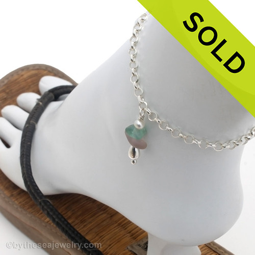 A simple aqua sea glass anklet for your beach trips this summer. Sorry this piece of Sea Glass Jewelry has been sold!