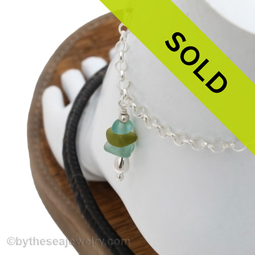 A simple aqua sea glass anklet for your beach trips this summer. Sorry this sea glass jewelry piece has been sold!