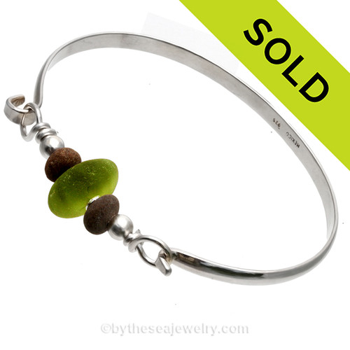 Sea & Shore - Vivid Peridot Green Genuine Sea Glass Bracelet with Natural Beach Stones On Solid Sterling Silver Bangle