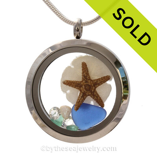Genuine Blue combined with a real starfish and baby sandollar, crystal gemstones , pearls and real beach sand in this screw top stainless steel locket. SOLD - Sorry this Sea Glass Jewelry selection is NO LONGER AVAILABLE!