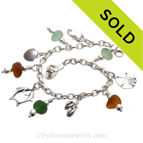 5 pieces of Genuine beach found Sea Glass on a totally Solid Sterling Silver Charm Bracelet. The bracelet is made of top quality SOLID STERLING seamless Oval Rolo 4 MM links and has FULLY Soldered Utility Links for a lifetime of surety! The bracelet is secured with a and an oval Lobster Claw Clasp.