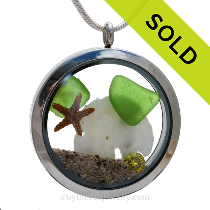 Genuine Vivid Lime or Peridot Green combined with a real starfish, a baby sandollar, a crystal Peridot Green gem and real beach sand in this screw top stainless steel locket. SOLD - Sorry this Sea Glass Jewelry selection is NO LONGER AVAILABLE!