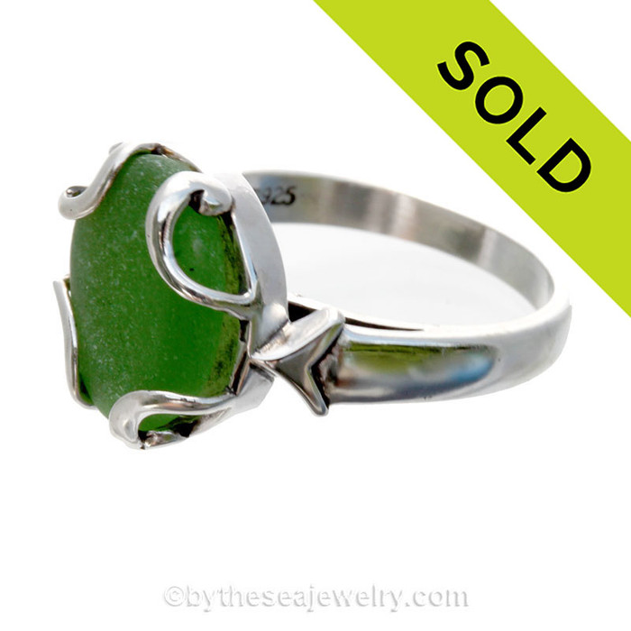 PERFECT Vivid Green Beach Found Sea Glass In Sterling Silver Bezeled Dome Ring - Size 8 (Re-Sizeable)