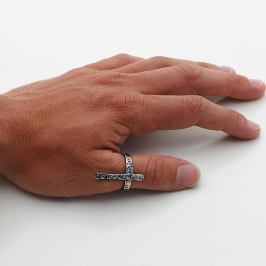 b+w hammered long cross ring