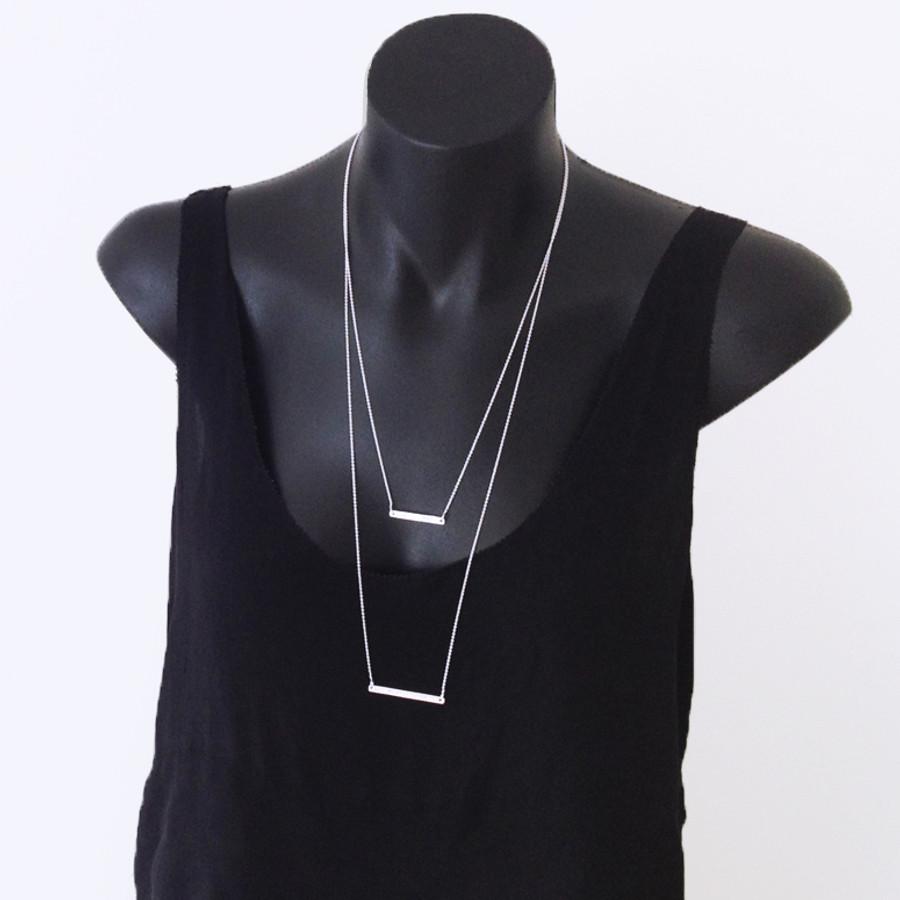 Short line necklace