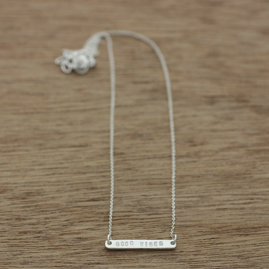 Short line necklace