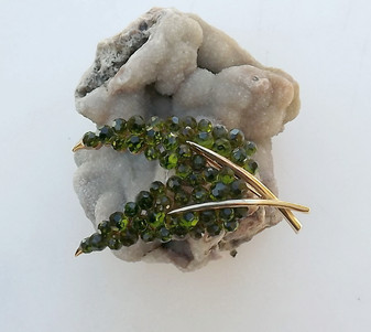 Trifari Briolette Olivine Faceted Glass Crystal Leaf Pin Rare Brooch