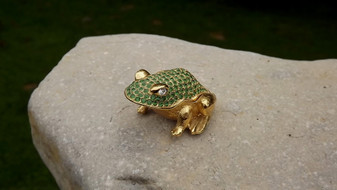 1997 Estee Lauder PRINCE CHARMING FROG White Linen Jeweled Solid Perfume Fragrance Gift For Her