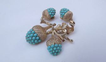Vintage Trifari Double Acorn Gold Tone Faux Turquoise Cabochons Pin Earrings Set Old Costume Jewelry