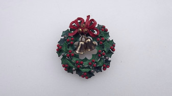 Rare 1950's Holly Wreath Christmas Pin Green Enamel Leaves Red Bow & Bells Sweet old Costume Jewelry
