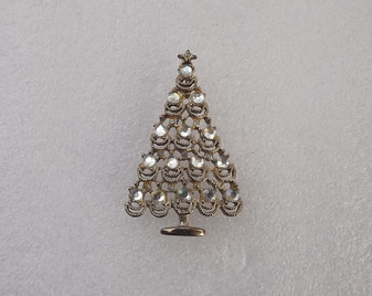 Vintage Lacy Christmas Tree Pin Clear Flat Back Rhinestones in Silver Tone Metal Charming Xmas Jewelry Brooch