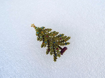 Vintage Signed Art Enamel Christmas Tree Pin Rare Hard To Find Piece 3D Ruffly Green With Rhinestones
