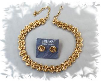Trifari Necklace & Earrings On Card, Wide Flat Byzantine Chain, Gold Plated Trifari  Jewelry Elegance!