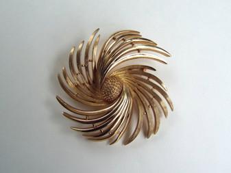 1960s MCM Crown Trifari Gold Trifanium Pinwheel Brooch Swirling Galaxy Big Pin