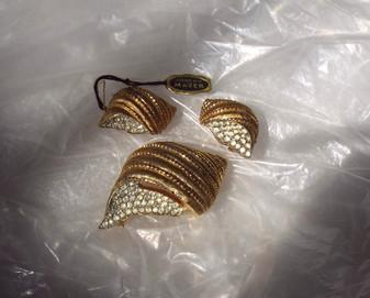 Jomaz Joseph Mazer Vintage Rhinestone Seashell Brooch Earrings Set 3D Gold Plated With Original Tag Shell Pin