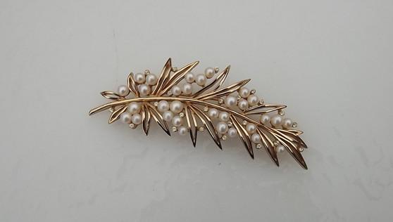 """1960's Crown Trifari Pearl Gold Leaf Brooch 4"""" Long Pearl Clusters Berries Pin"""
