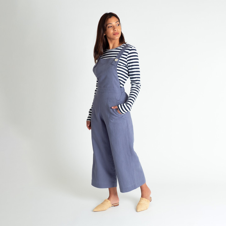 • Beautiful, breathable linen • Three quarter length wide leg with generous 4.5cm hem • Fitted front with bib • Elasticised back for a more relaxed fit • Removable wrap around belt • Cross over back straps fasten at the front with cream Corozo buttons • Front side patch pockets • Designed and ethically made in Melbourne, Australia