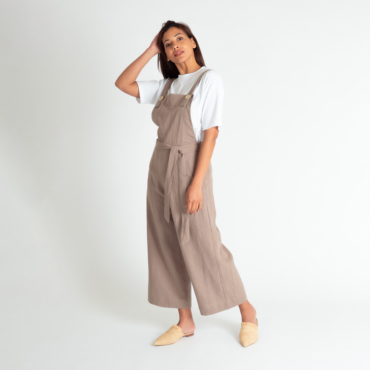 Beautiful, breathable linen Three quarter length wide leg with generous 4.5cm hem Fitted front with bib Elasticised back for a more relaxed fit Removable wrap around belt Cross over back straps fasten at the front with cream Corozo buttons Front side patch pockets Designed and ethically made in Melbourne, Australia