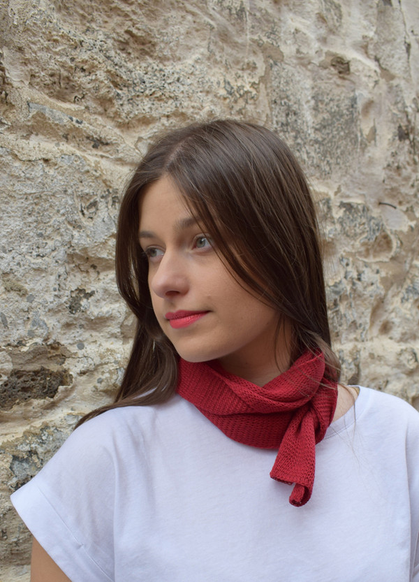 garnet, worn as neck scarf