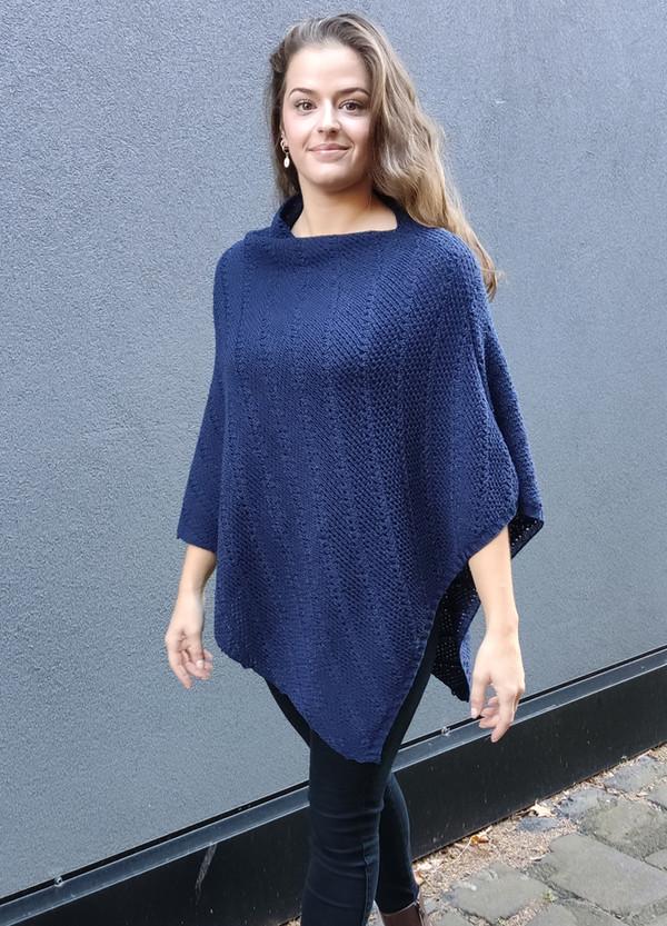 Merino wool poncho - marine