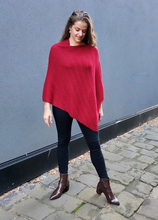 Merino wool poncho - red
