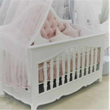 Châteaux Bébé Évreux Cot Bed Luxury Padded Chesterfield Style Cot Bed