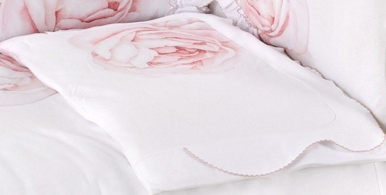 sofjia swan pillow