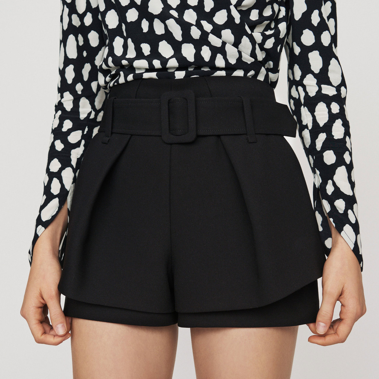 Front-Pleated Trompe-L'oeil Shorts - Black