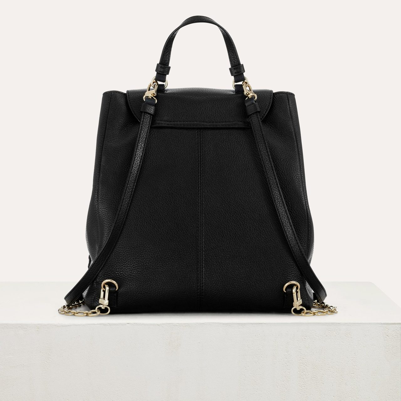 M Backpack In Leather With Chain - Black