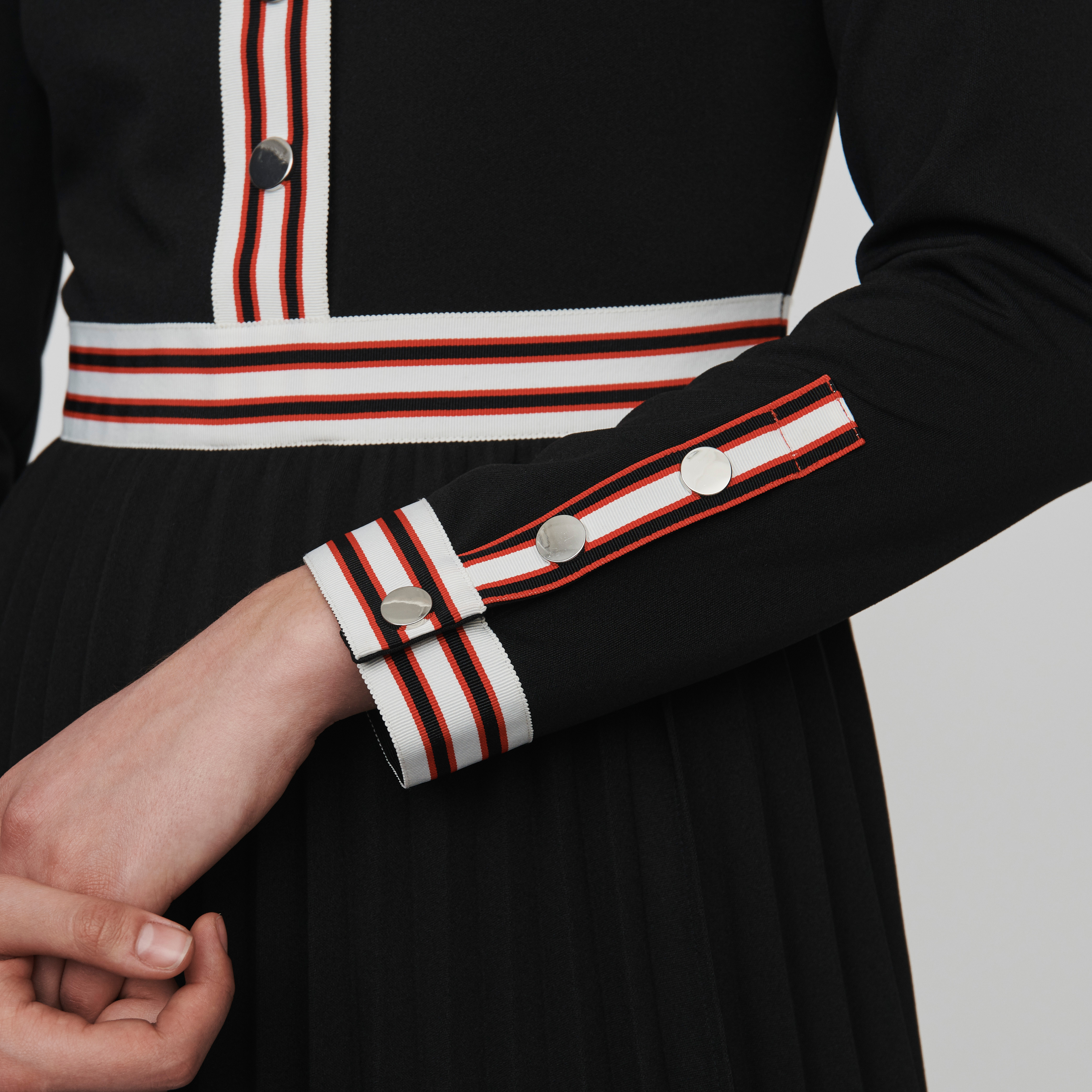 Pleated Dress With Contrasting Stripes - Black