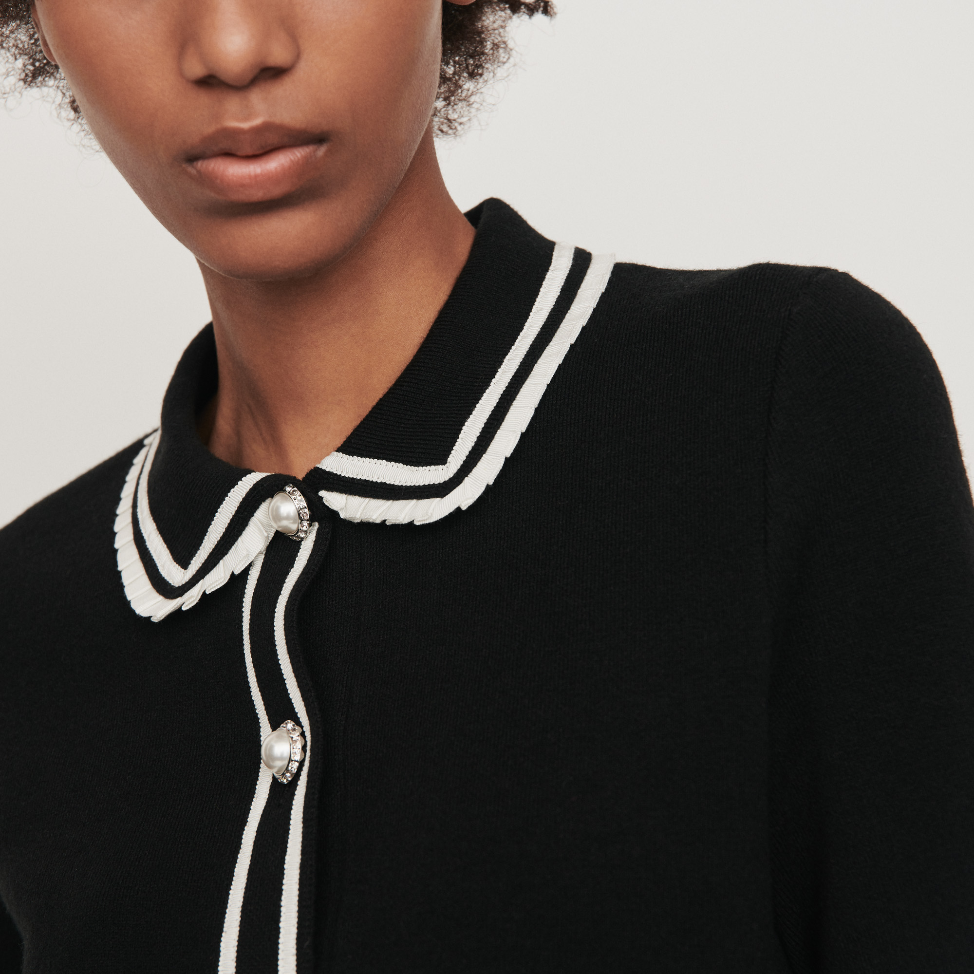 Contrast and jeweled polo style sweater - Black