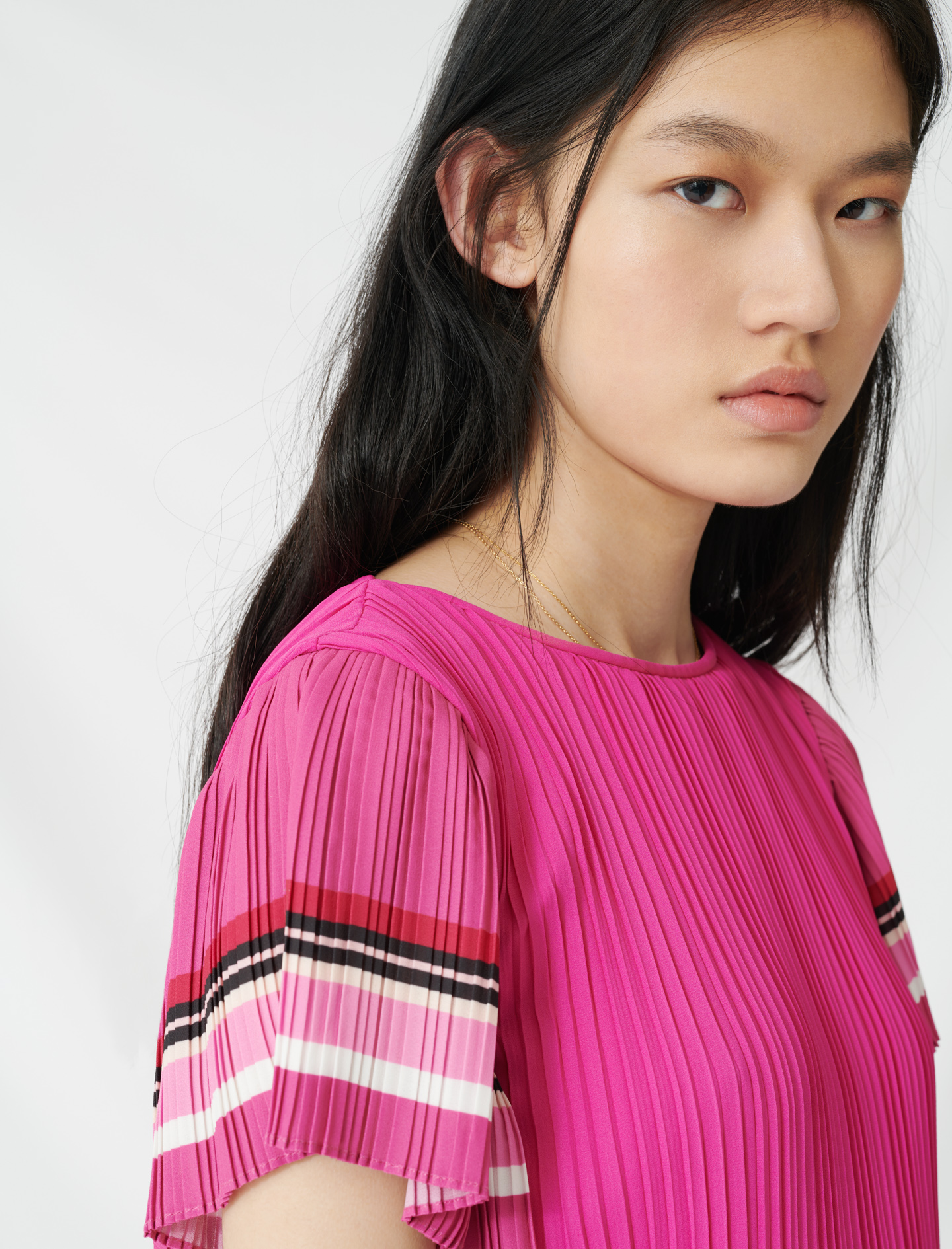 Pleated dress with sporty stripes - Pink