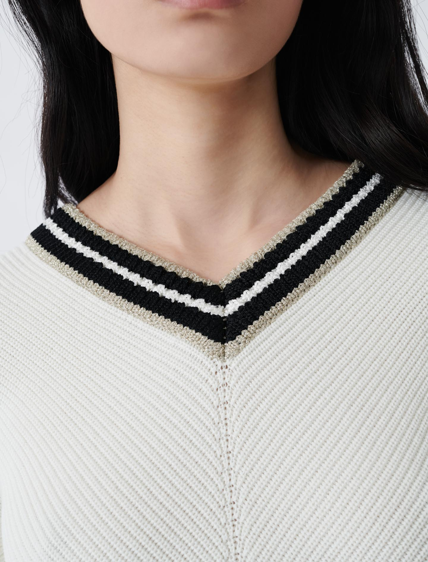 V-neck jumper in decorative knit - Ecru