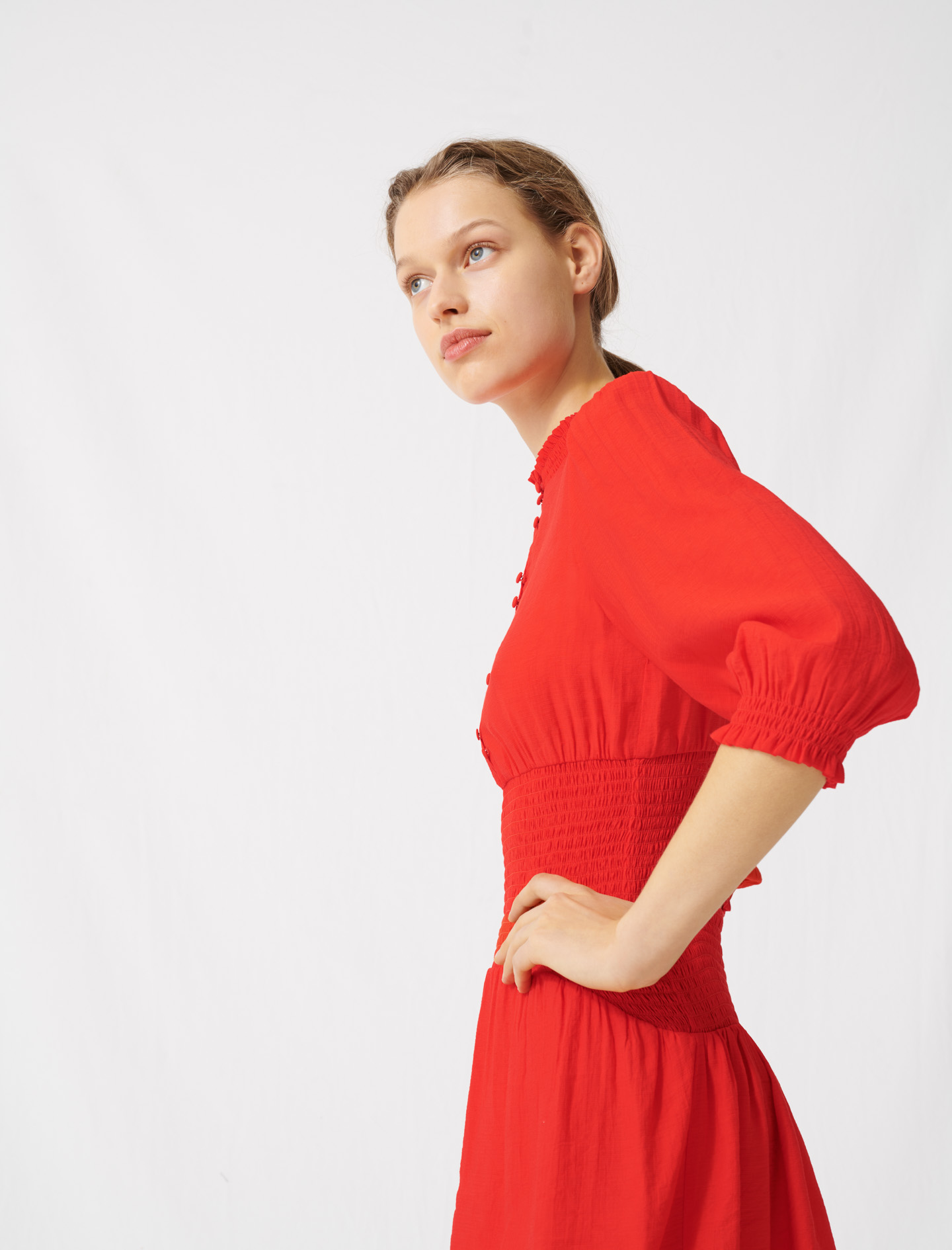 Mid-length smocked red dress - Red