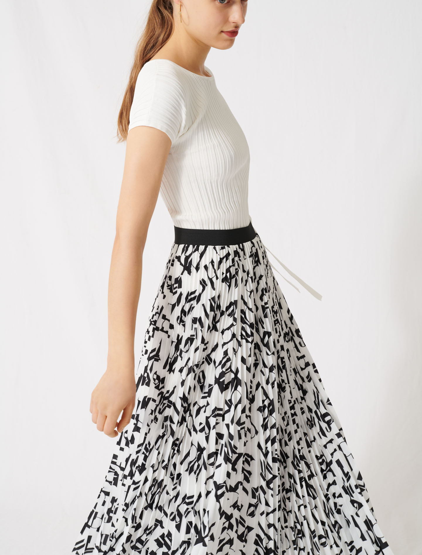 Pleated skirt with an arty print - Multi-colour