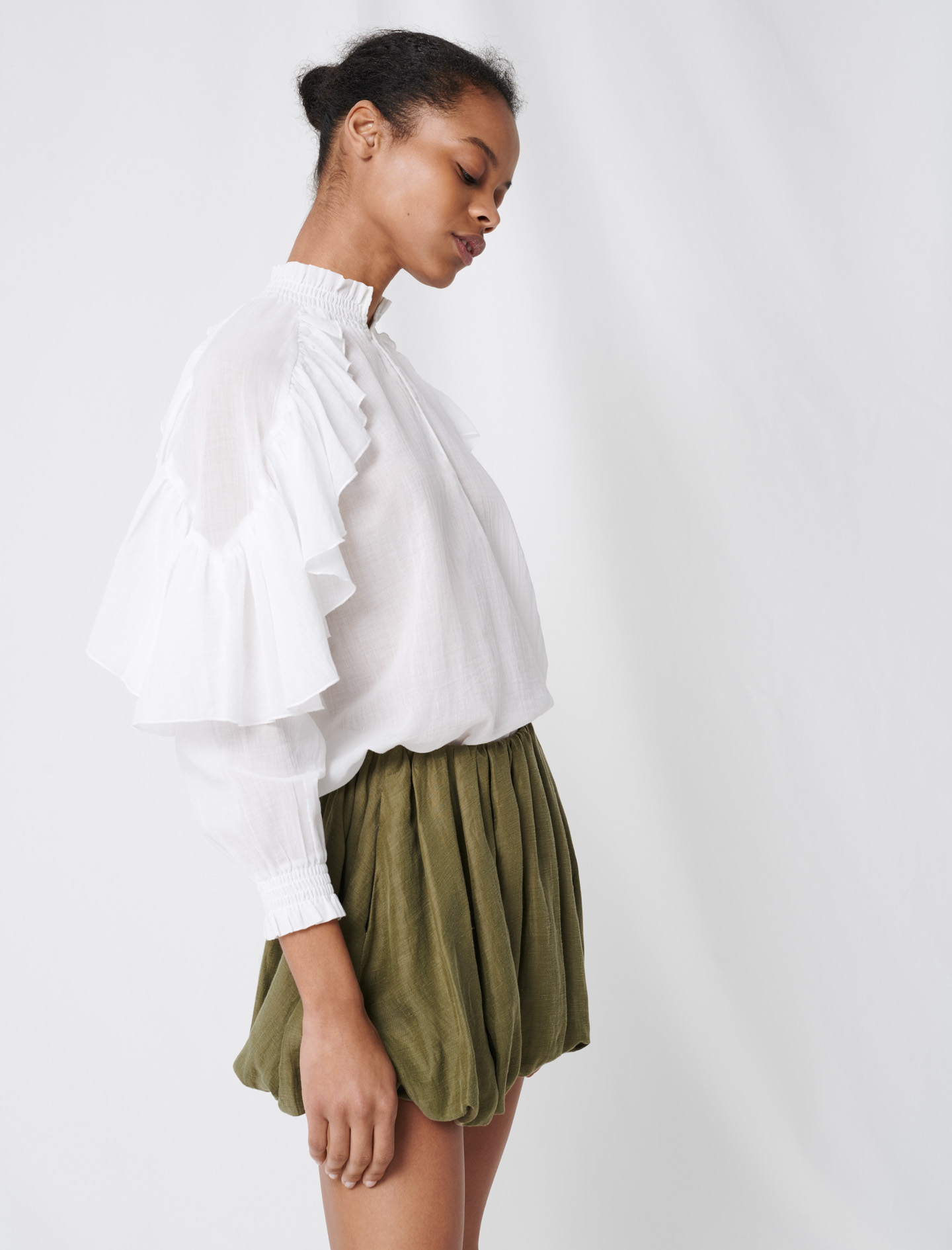 Cool cotton blouse with ruffles - White