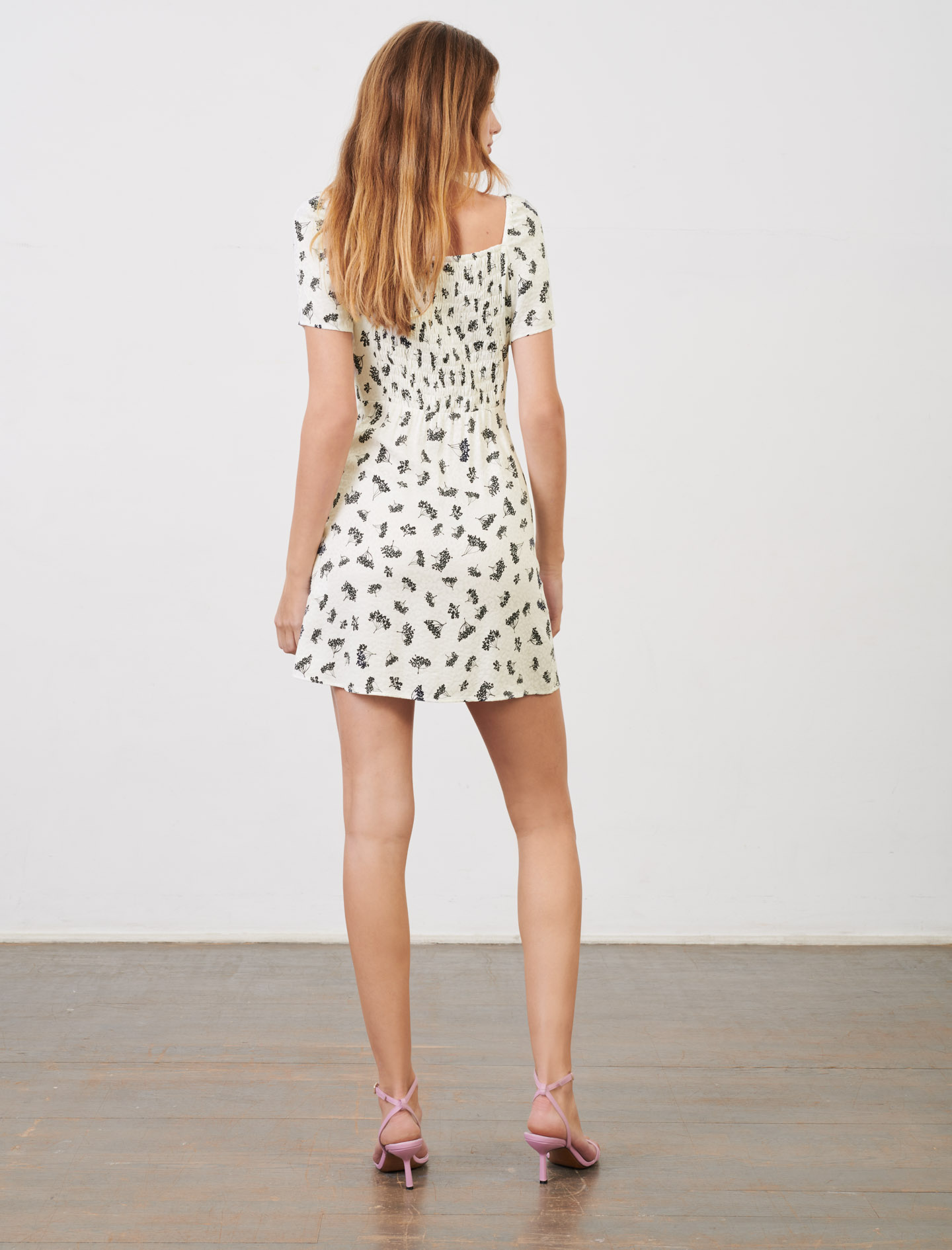 Short printed dress with fitted waist - White