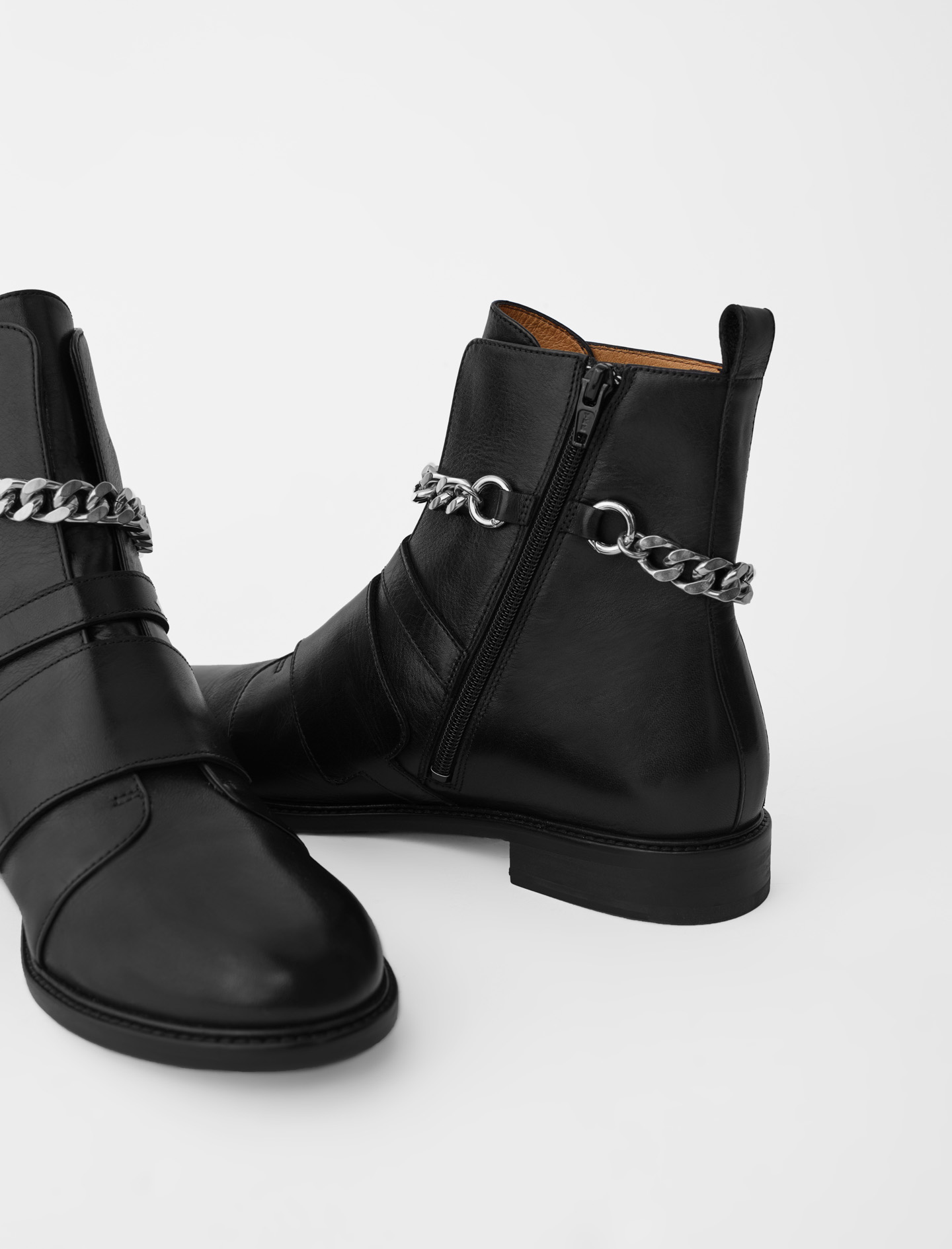 Flat ankle boots with straps and chain - Black