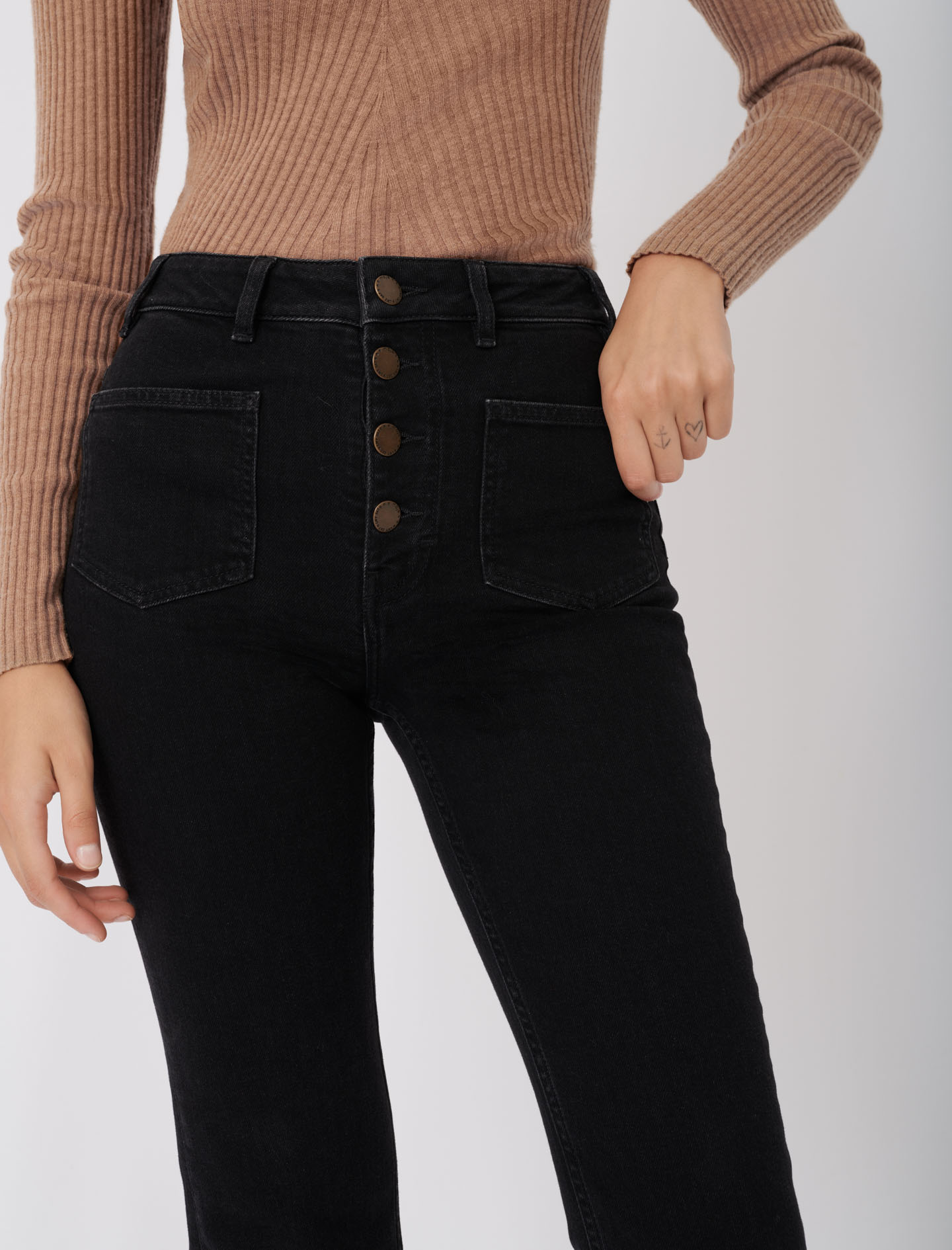 Jeans with pockets, flared at the bottom - Black