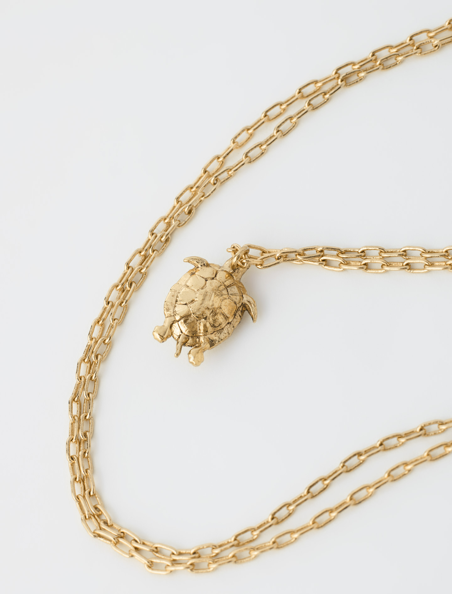Turtle necklace in gold by Maje Paris